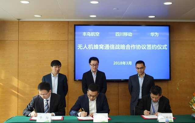 Huawei signing the MoU with China Mobile Sichuan and Fonair Aviation