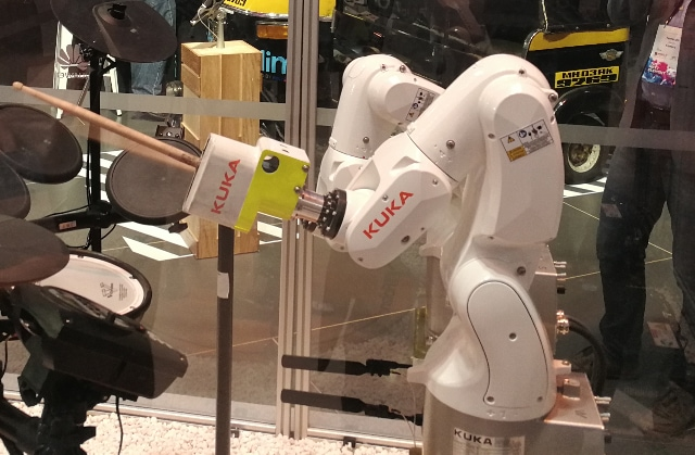 KUKA and Huawei X Labs jointly show the connected industrial robot