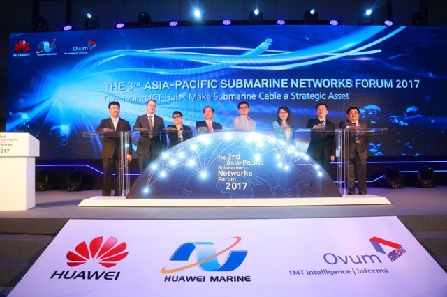 https://www-file.huawei.com/-/media/corporate/images/news2/171018-1.jpg