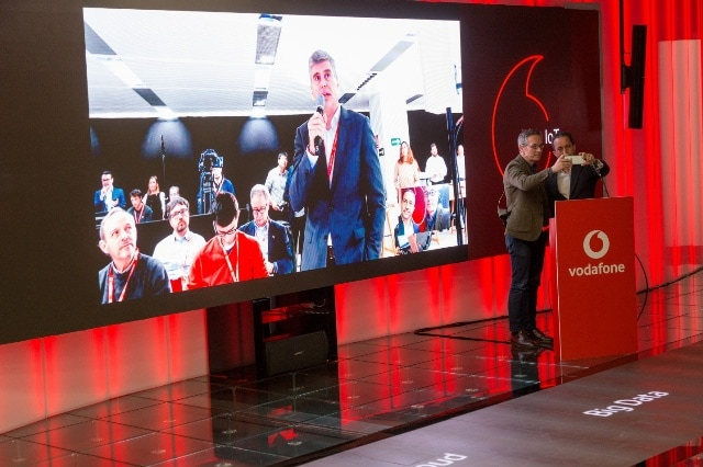 Vodafone and Huawei Complete World's First 5G call and Dual