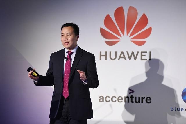 "President of Huawei Wireless Network Marketing & Solution Sales Wang Zhongtao gave a keynote speech titled ""Enlighten 5G City"""