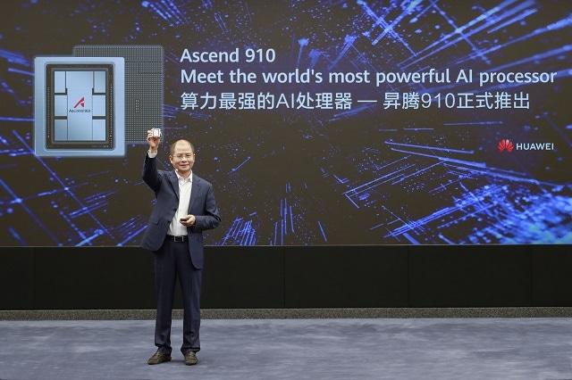 Eric Xu presentando el Ascend 910