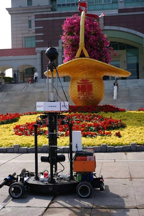 Broadcast with panoramic robots